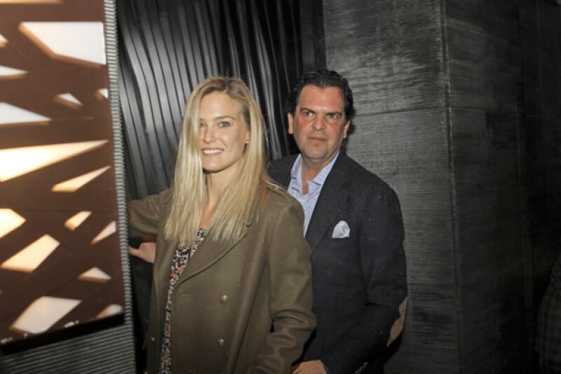 La guapa modelo de Israel y el empresario mexicano fueron captados saliendo de un restaurante en la ciudad de California, sin embargo todavía en noviembre ella tenía novio.