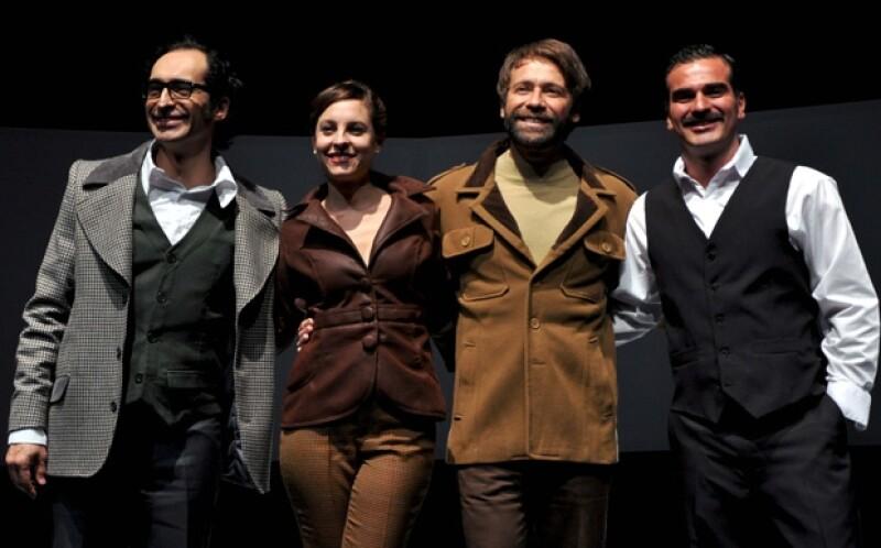 El actor mexicano protagoniza la obra de teatro 'Traición&#39, la cual ayer realizó una función con invitados especiales.