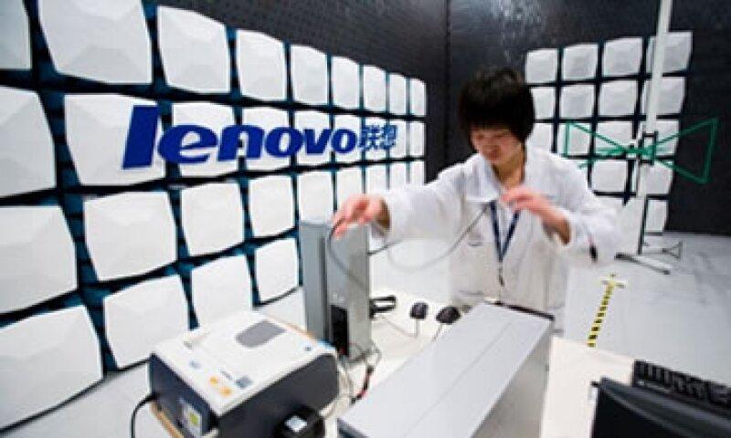 Lenovo compró en 2005 la división de computadoras personales de IBM. (Foto: Cortesía CNNMoney.com)