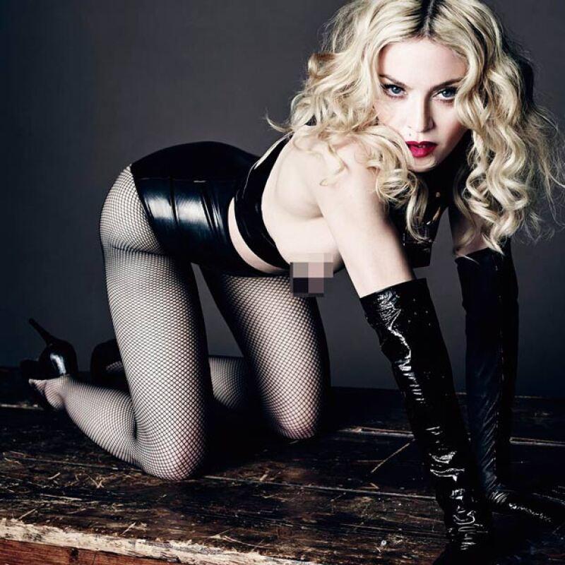 Hot Madonna con guantes y body de látex.