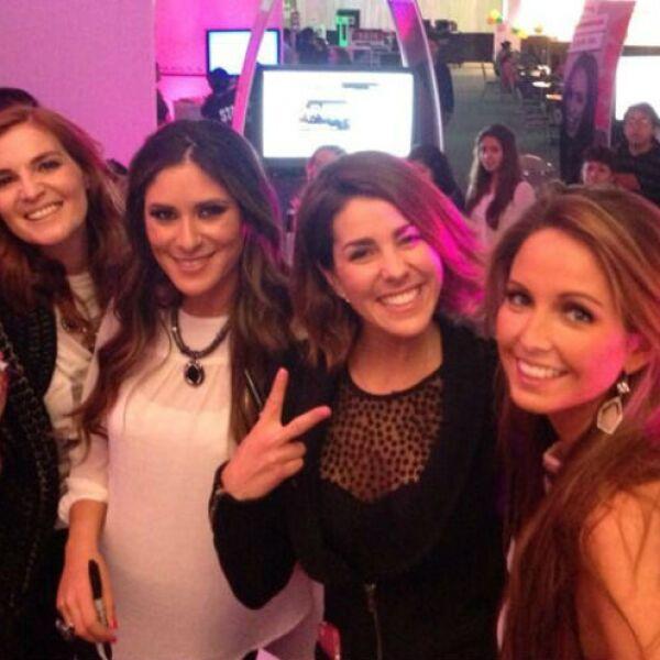 En noviembre de 2013, las cantantes se reunieron en el evento Mundo Rosa.