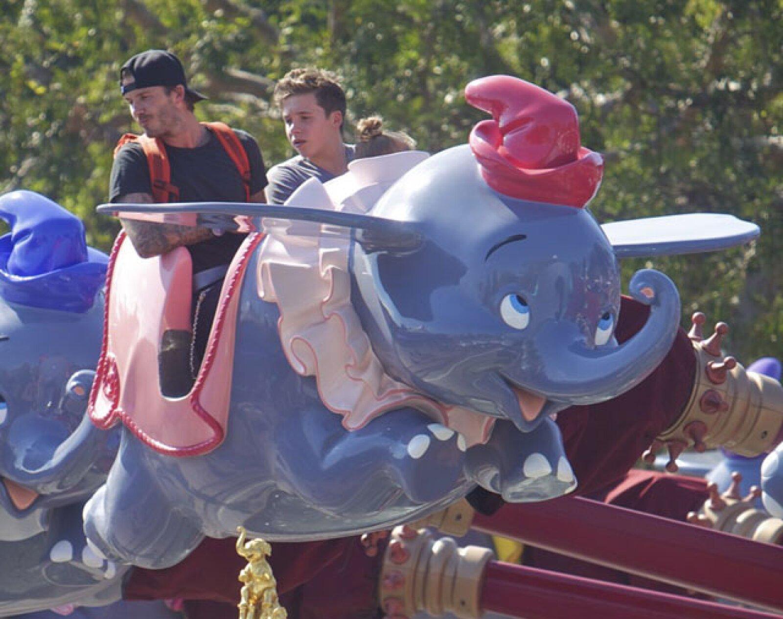 La familia disfrutó la tarde en el carrusel, los Dumbos voladores y otras atracciones aptas para la pequeña Harper.