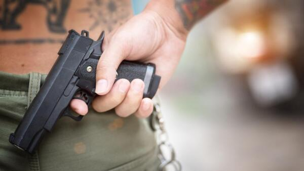 pistola mano asalto