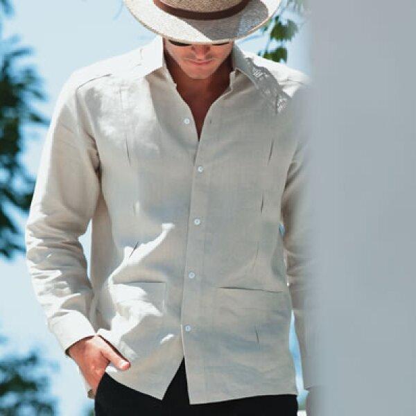 En lugares de calor húmedo la guayabera es una excelente opción porque aparte de refrescar, es elegante.
