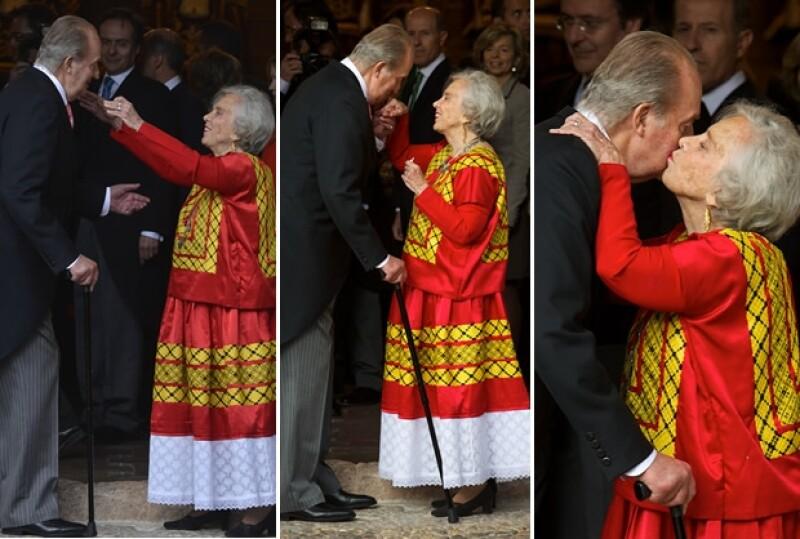 El rey Juan Carlos y Elena se mostraron amistosos entre ellos.