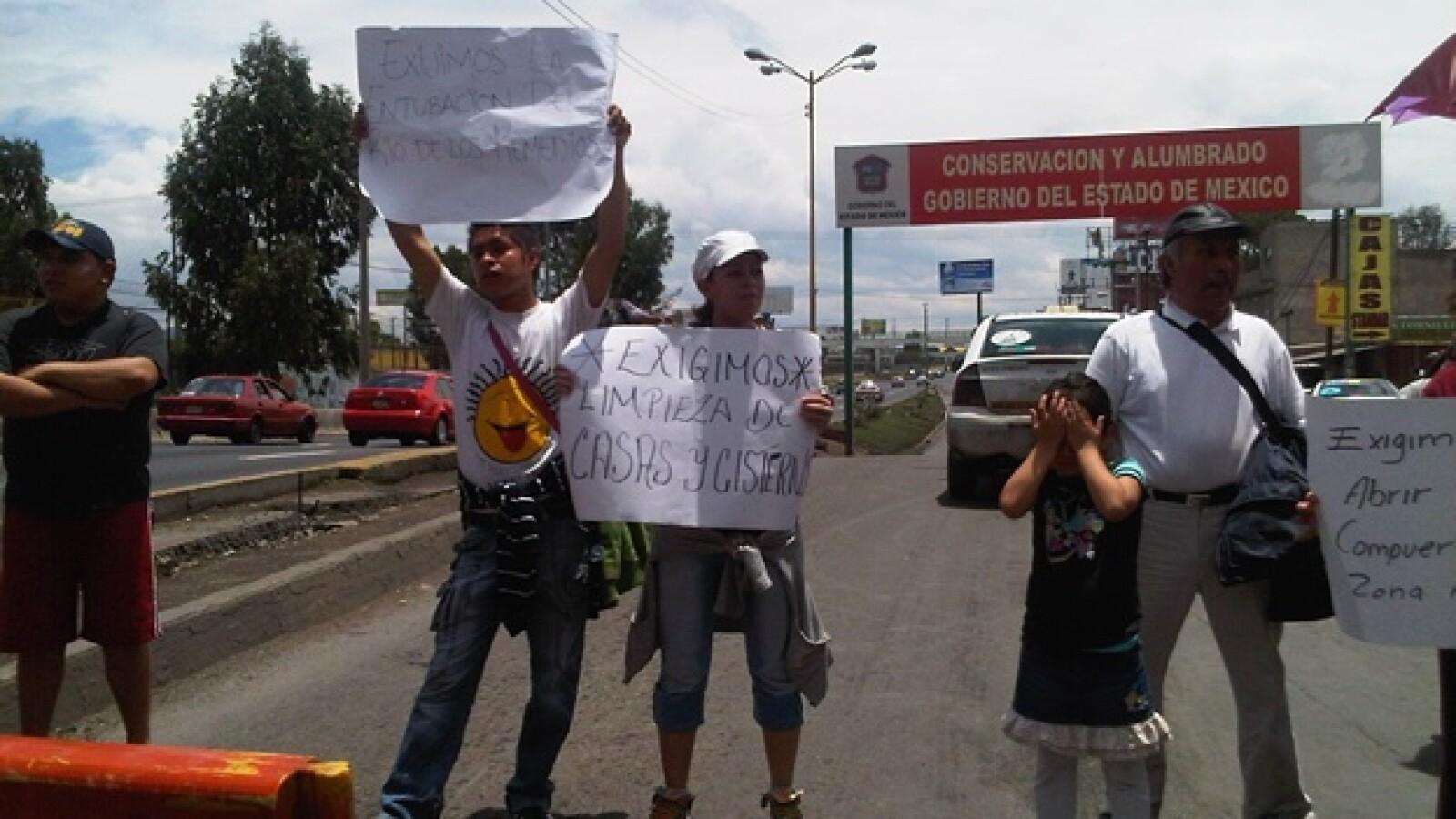 Un grupo de Ecatepec protesta por las inundaciones