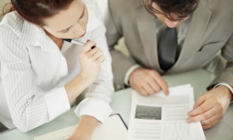 A través de los Programas de Mejora Regulatoria 2011-2012, se busca bajar 25% la carga administrativa que se impone a través de los trámites federales. (Foto: Photos to go)