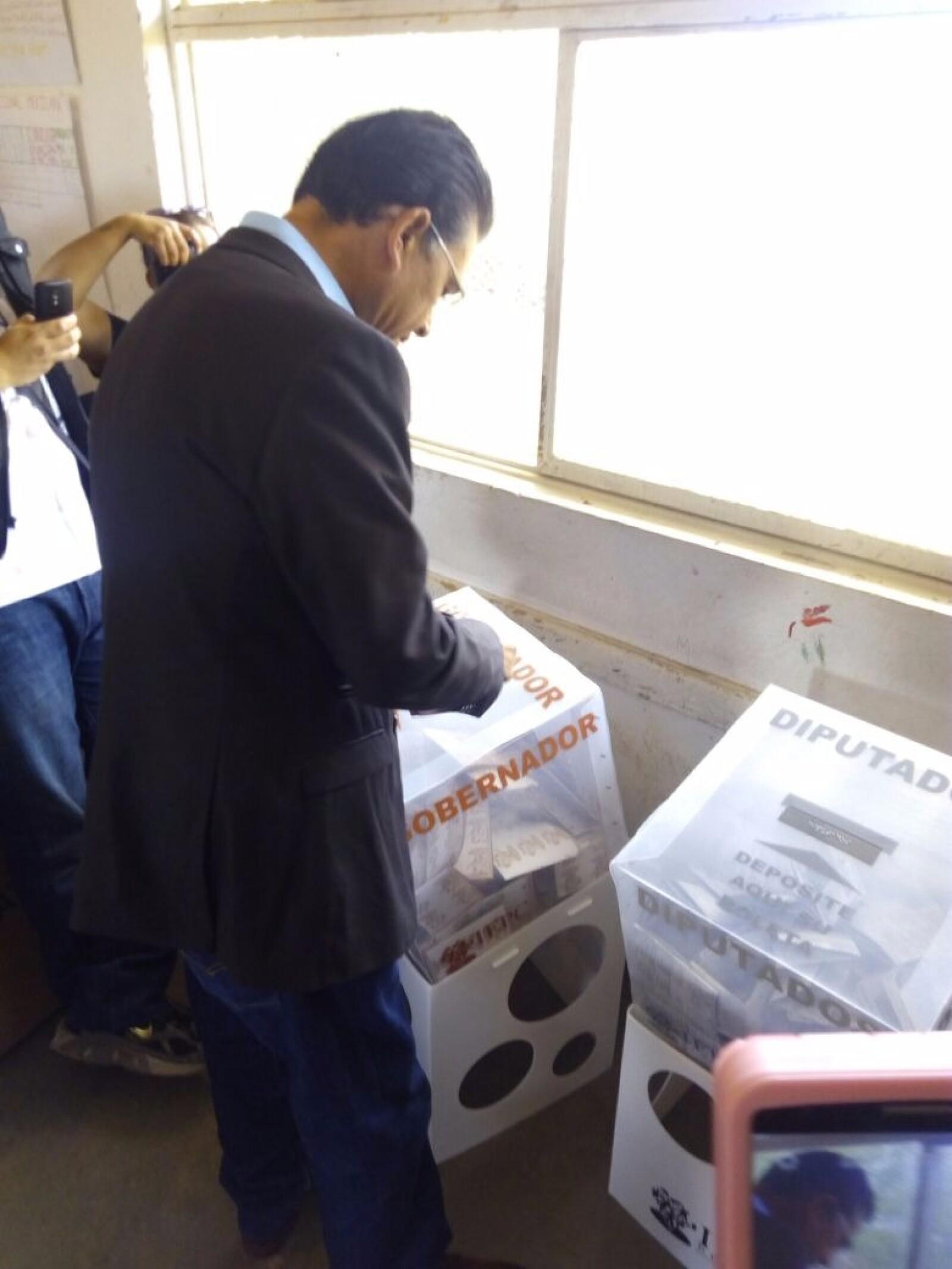 Alejandro Campa Avitia, candidato independiente a la gubernatura de Durango, inició el día emitiendo su voto y llamó a terminar con la corrupción