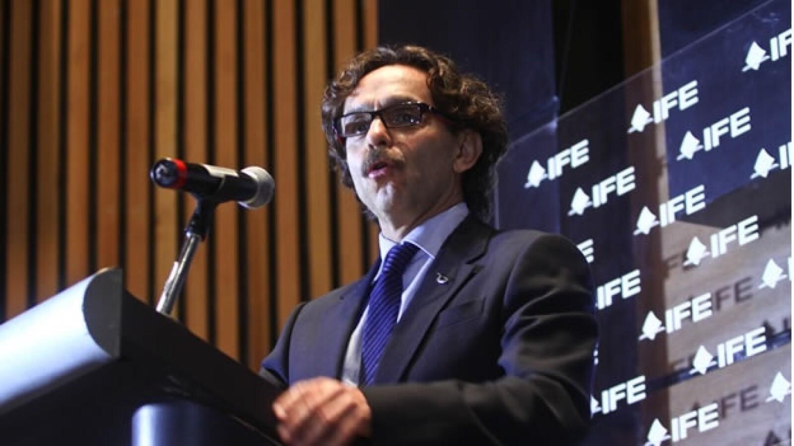 Quadri se registra como candidato a la presidencia ante el IFE