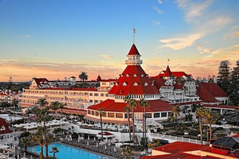 En las costas de California, se mantiene en pie un ícono que ha sido refugio de la realeza de Hollywood y el entretenimiento.