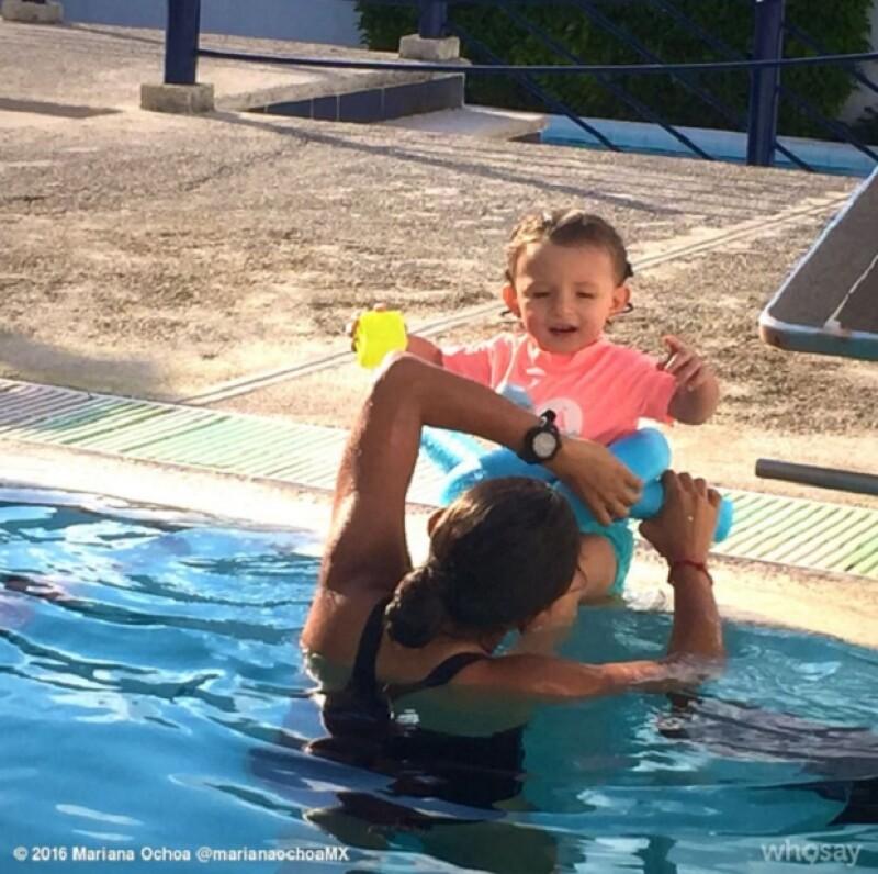 El debuto de Valentina en natación, escribió la cantante.