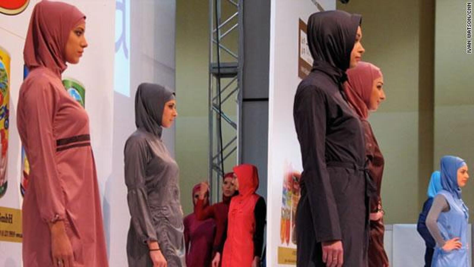 Diseñadores afirman que la industria de la moda musulmán ha crecido en diversidad a partir de la introducción de colores brillantes y diseños deslumbrantes