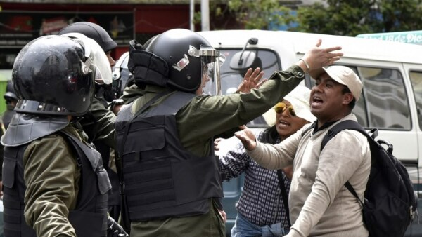 Enfrentamientos en Bolivia por rechazo a una nueva postulación de Evo Morales