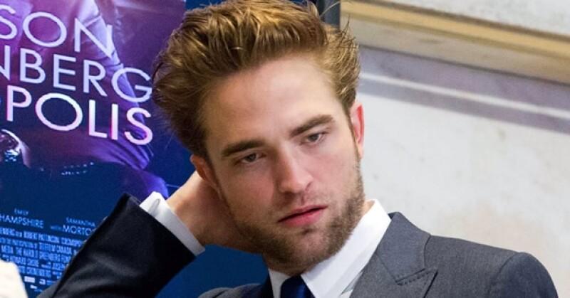 Robert Pattinson este marte en la Bolsa de Valores.