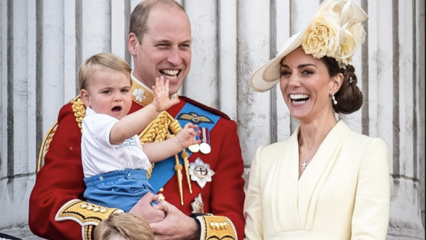 Kate Middleton y William y sus hijos, George y Louis y Charlotte