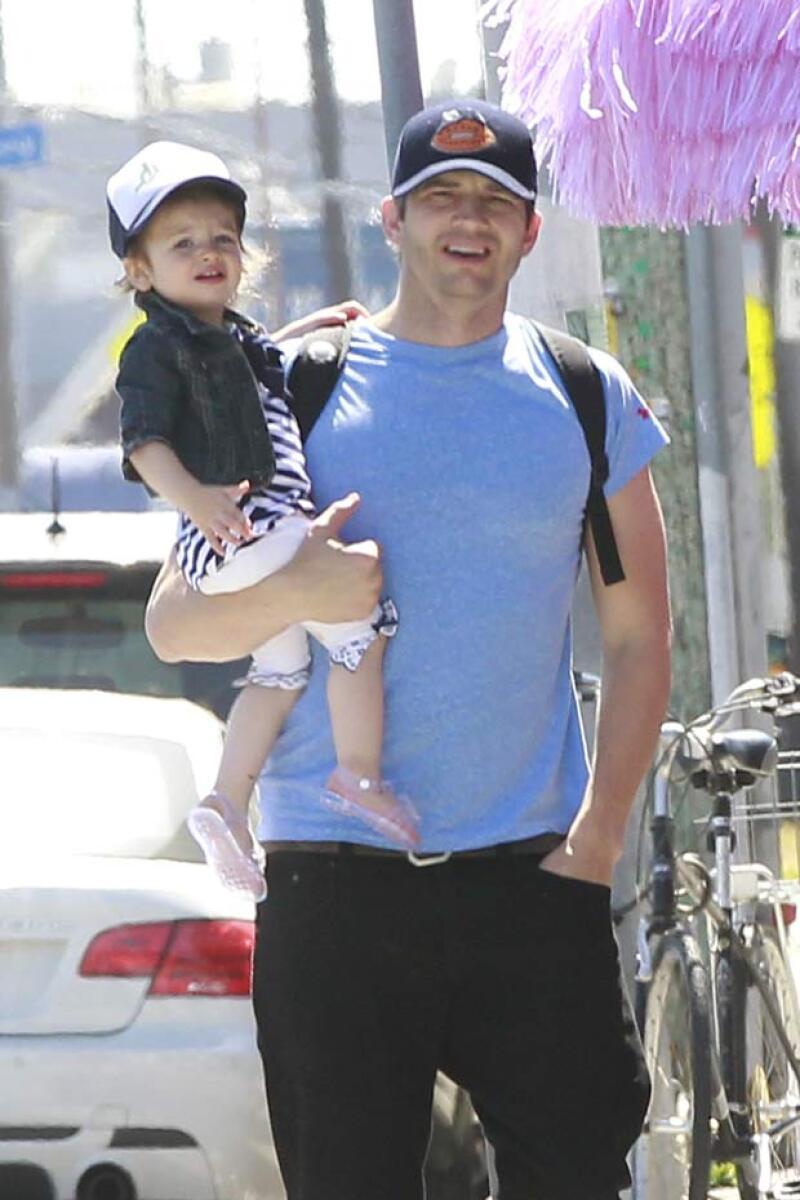Ashton cada día disfruta más de la compañía de Wyatt.