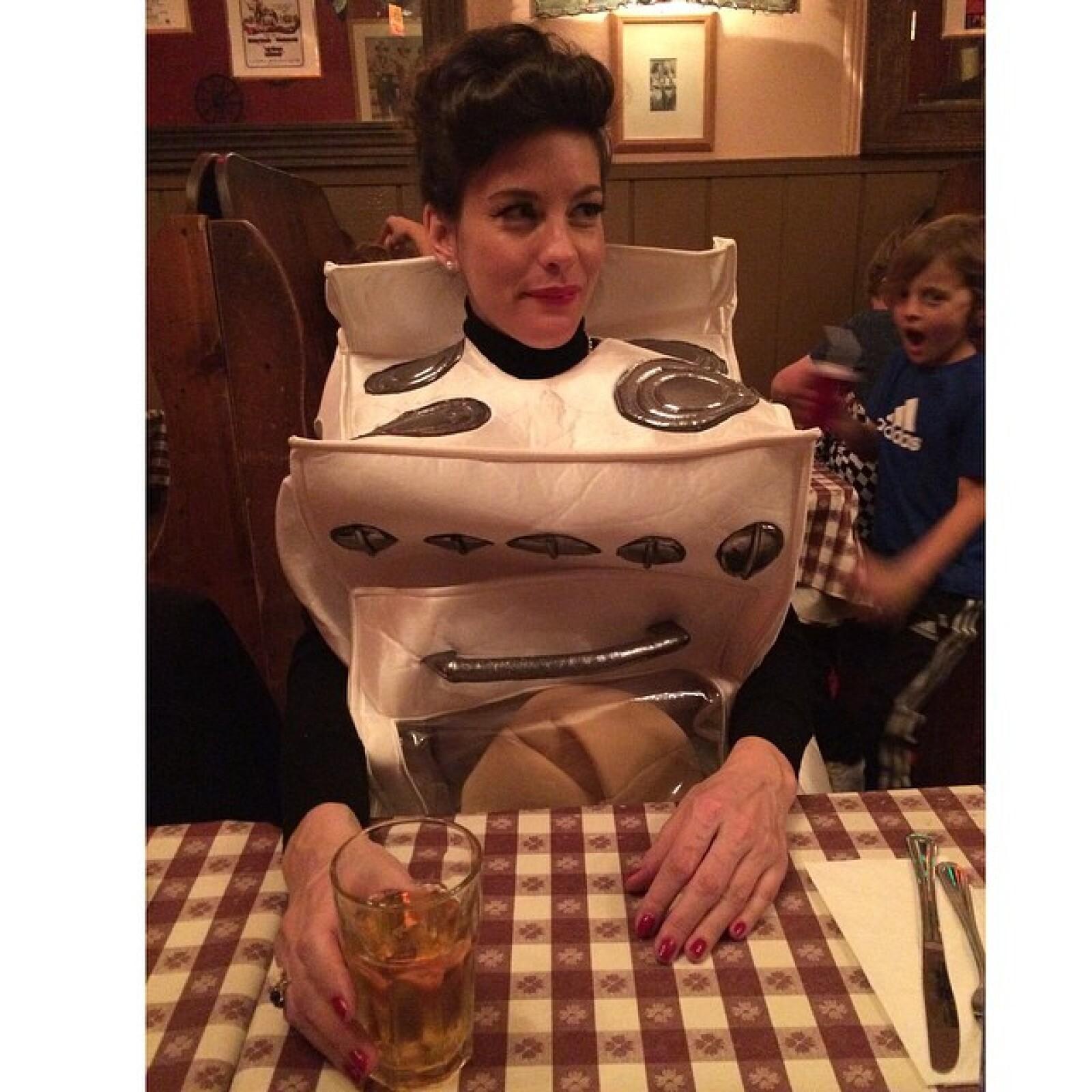 """Liv no sólo es una estufa sino que disfruta comer como una estufa: """"Bun in my oven"""", bromeó en su red social, Instagram."""