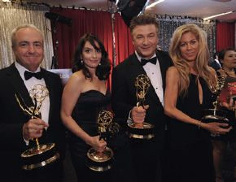 """Las dos series que se llevaron la noche fueron """"30 Rock"""" y """"Mad Men"""", esta última se convirtió en el primer programa de una cadena que no es HBO en ganar por Mejor Serie Dramática."""