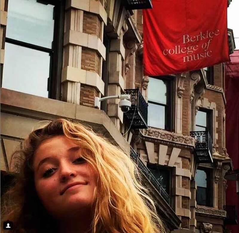 La segunda hija de Angélica Rivera y José Alberto Castro estudiará en Berklee College of Music de Boston, cuyo costo supera los 300 mil pesos por semestre.