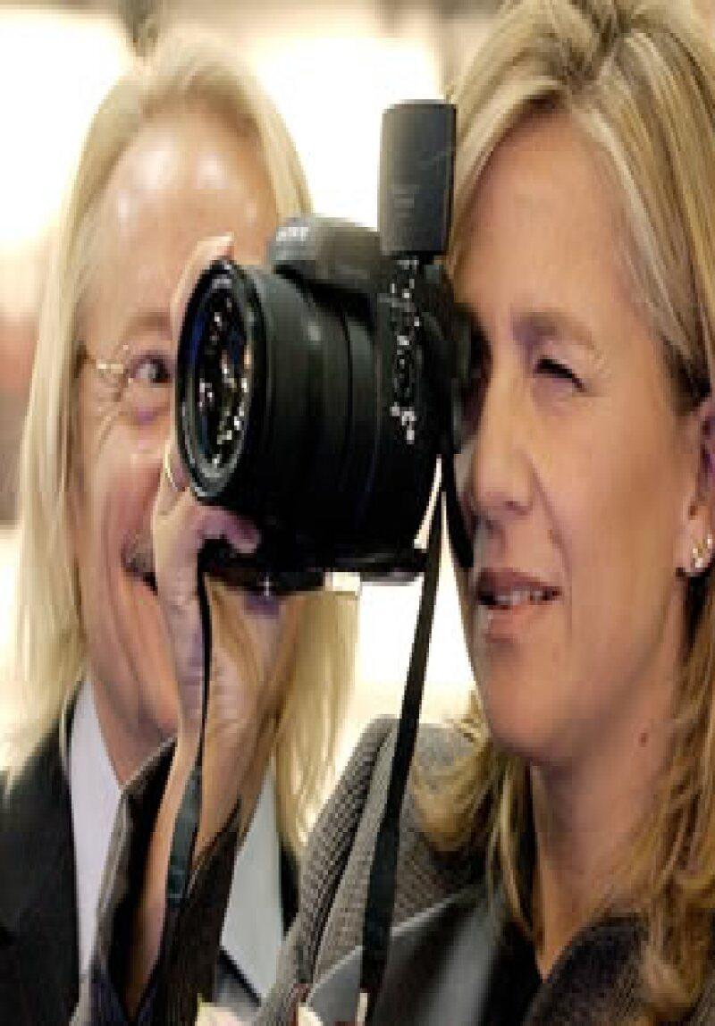 La hija del rey de España comparecerá voluntariamente ante el juez que la llamó a declarar como imputada por presuntos delitos de fraude fiscal y blanqueo de capitales en el caso Nóos.