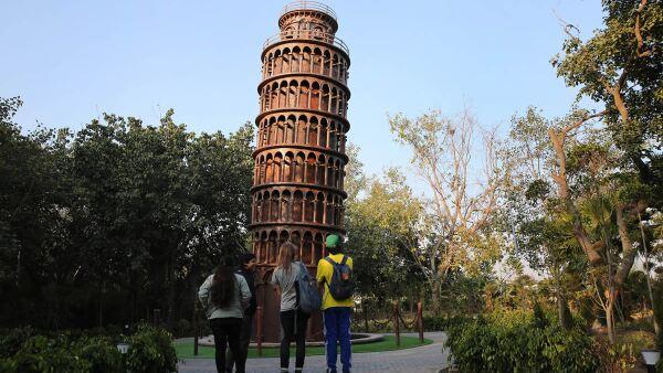 Torre de Pisa en chatarra