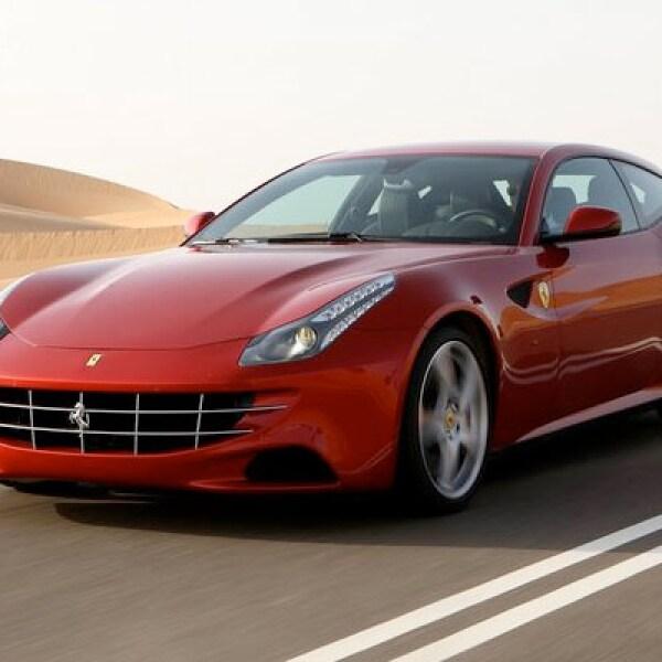 La automotriz italiana presentó en el AutoShow de Ginebra su nuevo modelo FF, un roadster diferente con capacidad para cuatro personas.