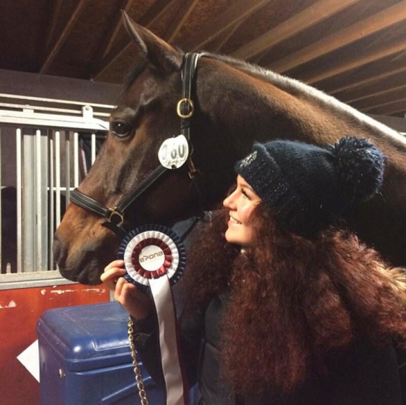 Una de las más grandes pasiones de Alexa, son los caballos y ha ganado varias medallas.