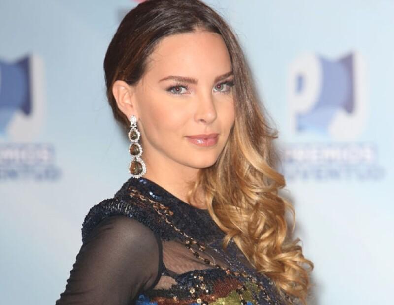La cantante agradeció a sus fans, pues en menos de dos semanas su video `En la obscuridad´ tuvo seis millones de reproducciones.