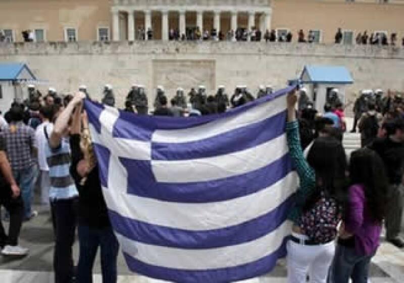 La Unión Europea y el FMI prestarán cerca de 110,000 millones de euros a Grecia para poder sanear sus finanzas. (AP)