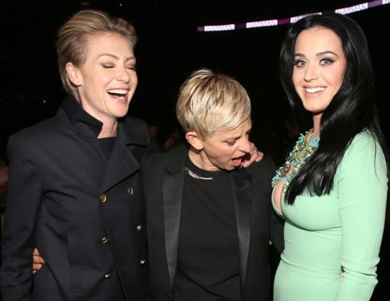 La presentadora no pudo ocultar su asombro, provocando la risa de su esposa Portia de Rossi.