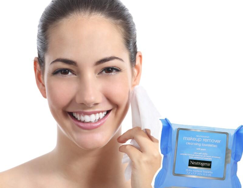 Aunque es mejor lavarse la cara con productos específicos, será mucho más fácil llevar toallas desmaquillantes a tu viaje.