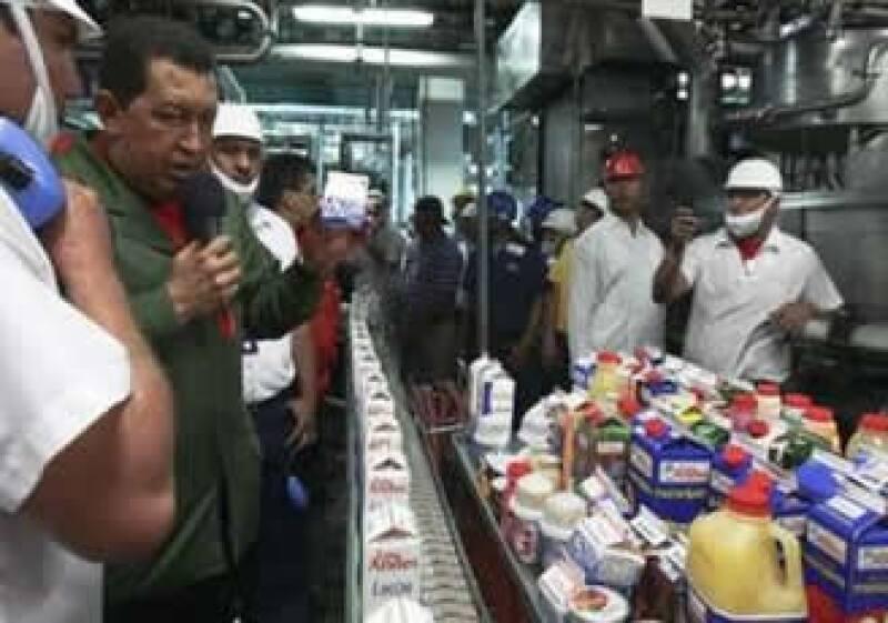 El presidente venezolano realiza visitas a las fábricas expropiadas. (Foto: Reuters)