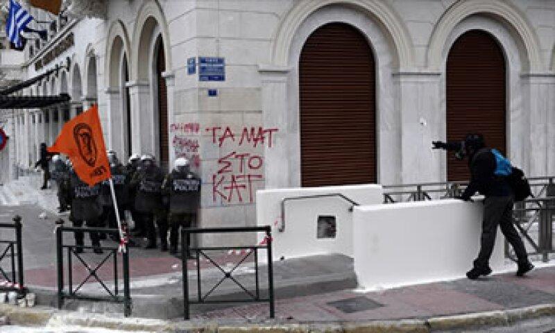 Las medidas de austeridad acordadas generaron protestas entre la población. (Foto: Cortesía CNNMoney.com)