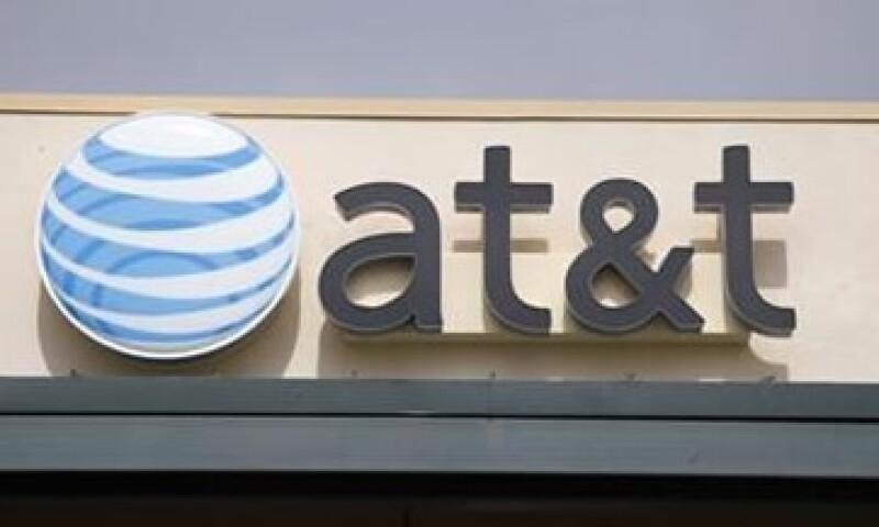 Si se aprueba el acuerdo de AT&T, las dos compañías más grandes controlarían cerca de tres cuartos de los ingresos del sector. (Foto: Reuters)