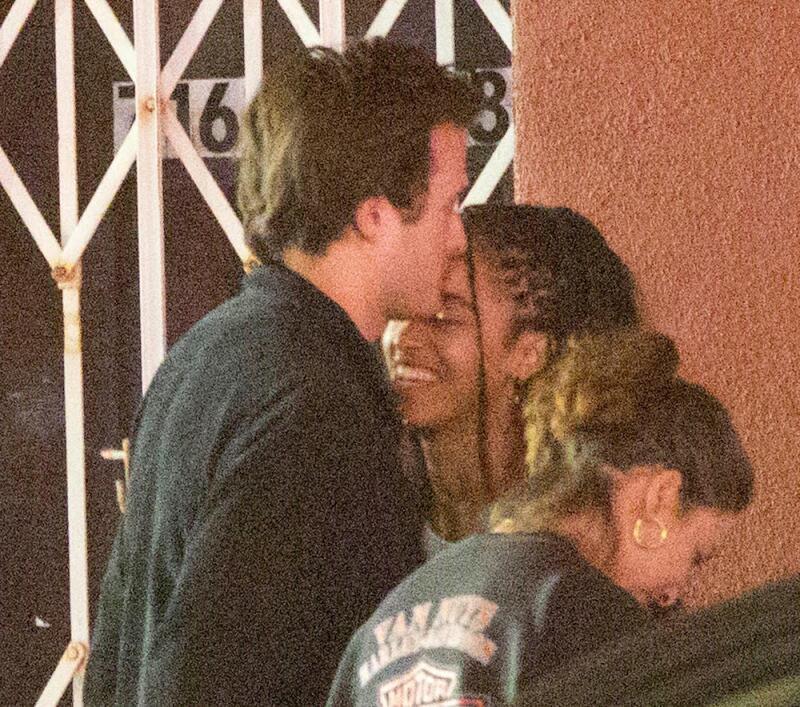 Malia Obama fue captada fumando afuera del teatro New Beverly Cinema junto a su novio, Rory Farquharson