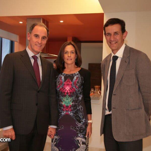 Jaime y Paty Alverde con Víctor Legorreta