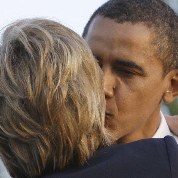 Y otro para quien fuera su gran rival en el Partido Demócrata, Hillary Clinton.