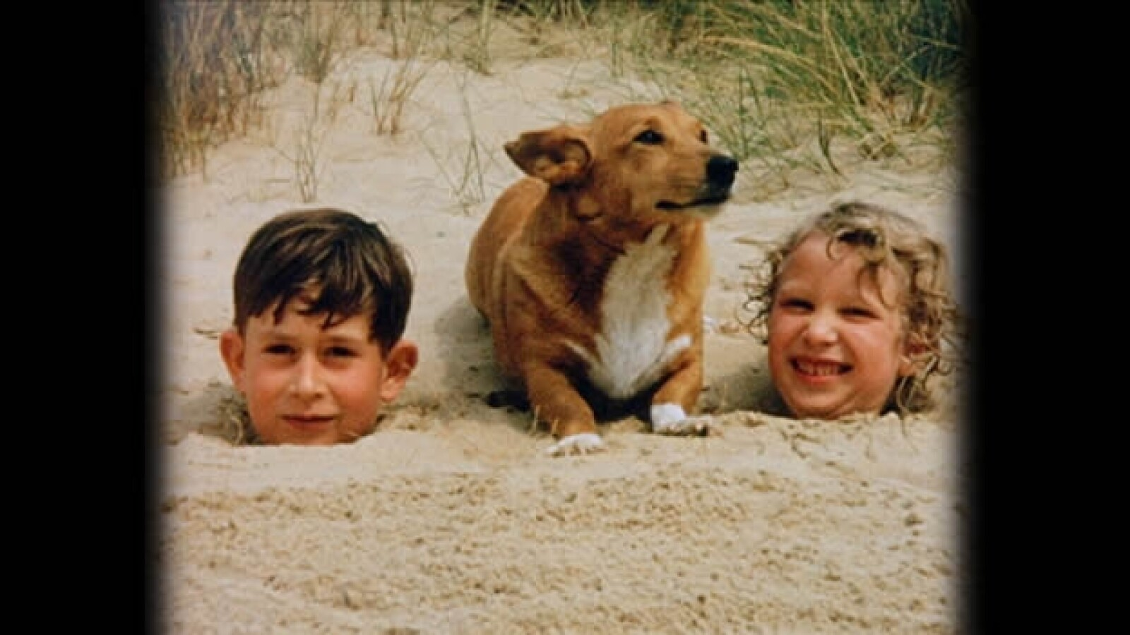 principe carlos y anne en la playa