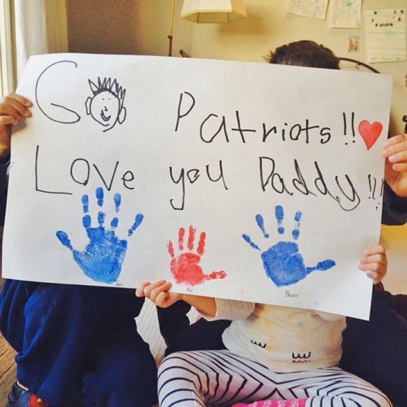 Un cartel hecho a mano demuestra el amor que le tienen a Tom.