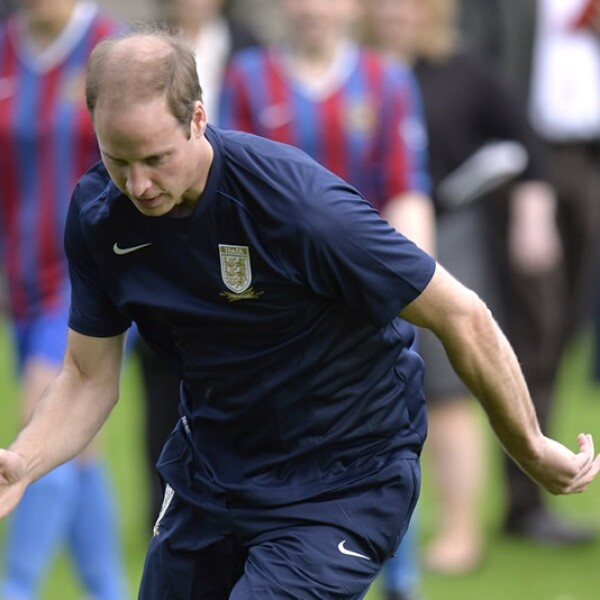 principe guillermo juega futbol