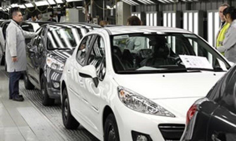Peugeot no ofrecería dividendos durante el tiempo que dure el plan de rescate.  (Foto: Reuters)