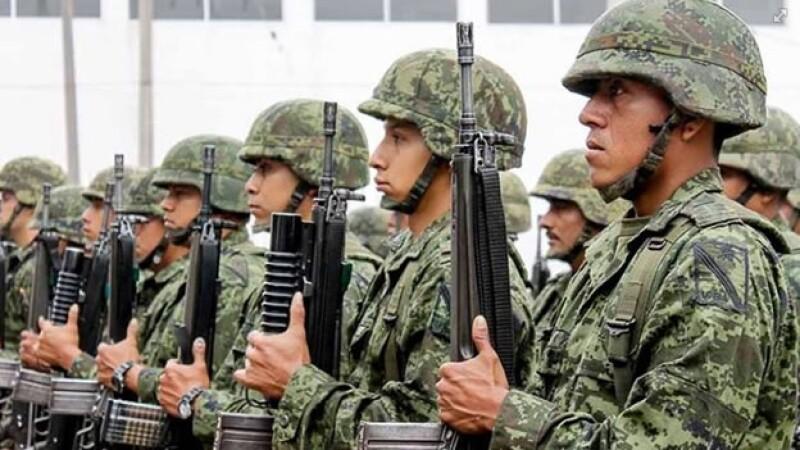 Elementos del ejército mexicano durante un evento para la prevención del delito en Tampico, Tamaulipas