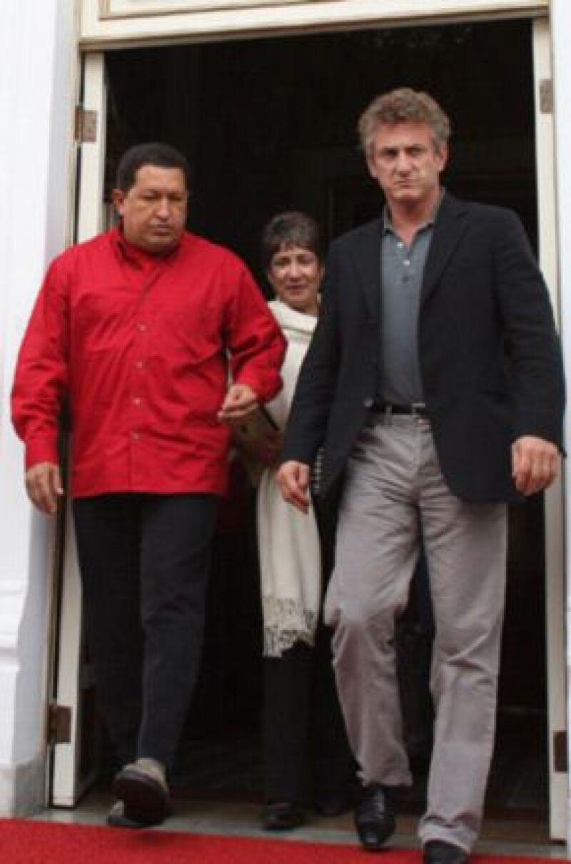 El actor estadounidense acompañó al presidente venezolano a una instalación de gas natural.