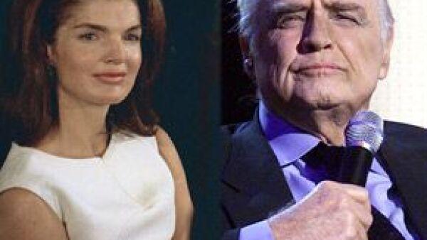 """El actor, quien a cinco años de su muerte sigue en la memoria del público por su personaje de """"Vito Corleone"""" en """"El padrino"""", es recordado en un libro que revela su relación con Jackie Kennedy."""