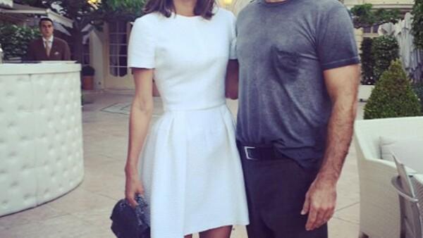 La empresaria está de viaje en Europa y en una de sus visitas a uno de los hot spots de Montecarlo se encontró al actor británico, quien contrastaba con su forma de vestir.