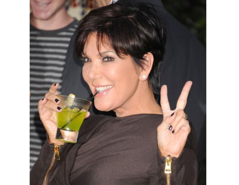 Kris Jenner se encuentra en pláticas con una cadena estadounidense para protagonizar su propio show y así convertirse en una estrella.