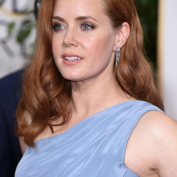 Amy Adams desfiló en la alfombra roja con unos aretes de diamantes clásicos de Tiffany & Co
