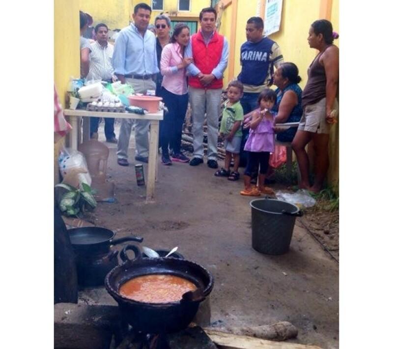 Entregaron en manos propias las despensas recaudadas a los habitantes de `La Pintada´en Guerrero.