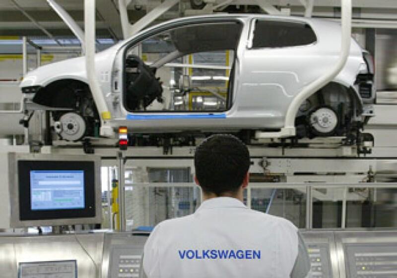 La empresa dijo que el uso de los autos con el problema en el neumático puede causar ruido, por principio. (Foto: AP)