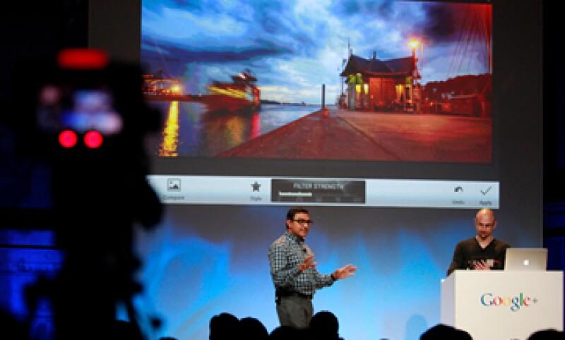 Semanalmente se suben más de 1,500 millones de imágenes a la red social, dice Google. (Foto: Reuters)